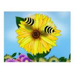 Abejas de la miel del dibujo animado que se encuen postal
