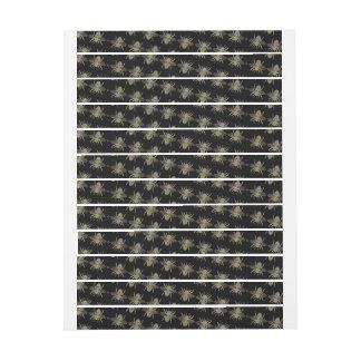 Abejas negras de la etiqueta sobre la cinta del etiquetas para remite