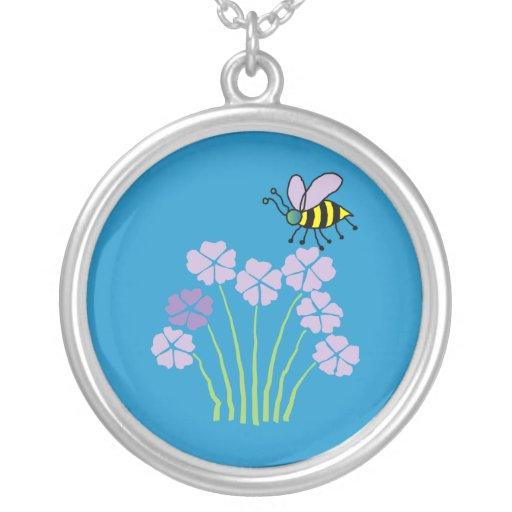 Abejorro en flores - collar de la abeja de la abej