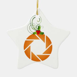Abertura anaranjada con la puntilla del mirto adorno de cerámica en forma de estrella