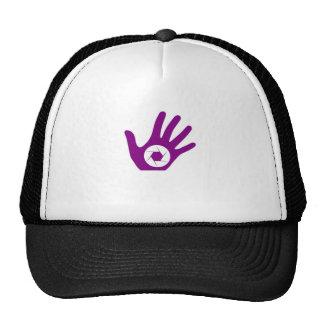 Abertura de la fotografía en una mano gorras