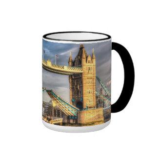 Abertura de Londres del puente de la torre Taza A Dos Colores