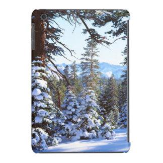 Abetos rojos nevados en High Sierra 2 Fundas De iPad Mini