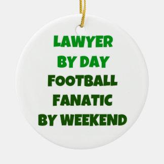 Abogado del fanático del fútbol del día por fin de adorno navideño redondo de cerámica