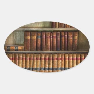 Abogado - libros - libros de ley pegatina ovalada