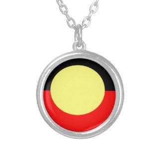 Aborigen-Bandera Collar Plateado