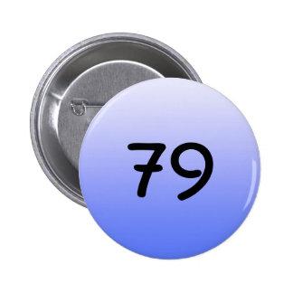 abotone alrededor del número azul setenta y nueve pins