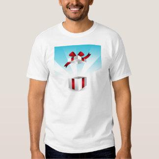 Abra el fondo rojo del cumpleaños de la caja de camisas