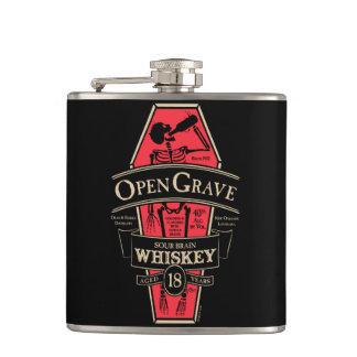 Abra el frasco grave del whisky
