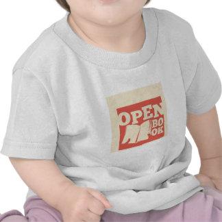 Abra el libro camiseta