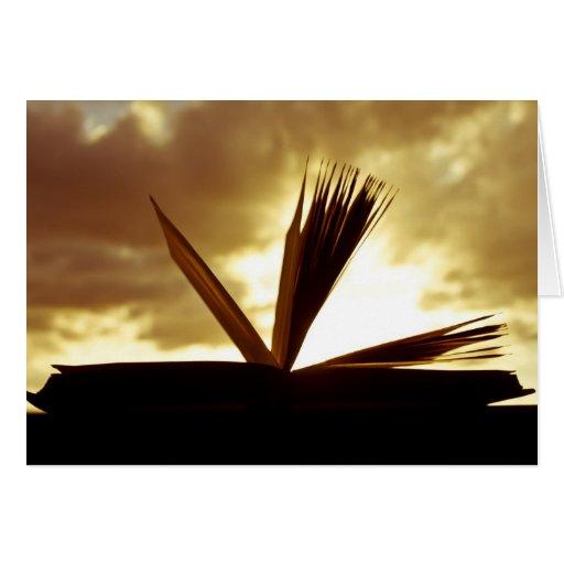 Abra el libro y la fotografía de la puesta del sol felicitaciones