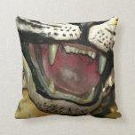 Abra la estatua de la boca del tigre almohada