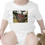 Abra la estatua de la boca del tigre camisetas
