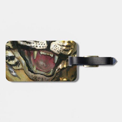Abra la estatua de la boca del tigre etiqueta de maleta
