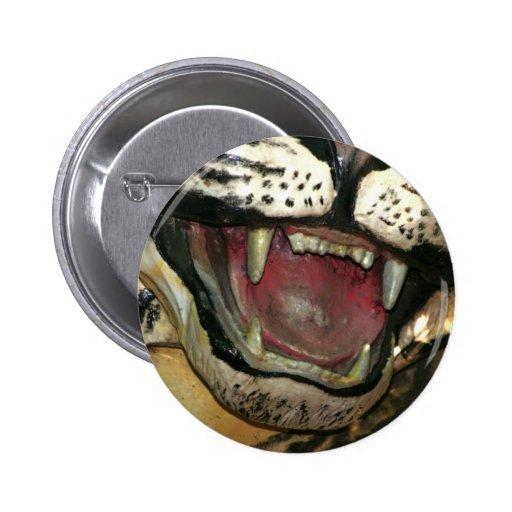 Abra la estatua de la boca del tigre pins