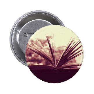 Abra la fotografía del libro pins