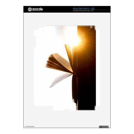 Abra la fotografía del libro y de la puesta del so calcomanía para iPad 2