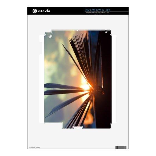 Abra la fotografía del libro y de la puesta del so iPad 2 calcomanía