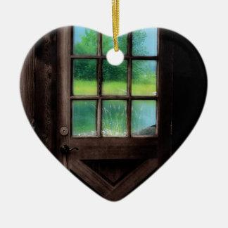 Abra la puerta en el exterior adorno de cerámica en forma de corazón