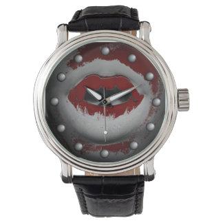 Abra los colmillos sangrientos del vampiro de la relojes de pulsera