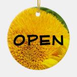 ABRA los girasoles cerrados muestra del amarillo d Ornaments Para Arbol De Navidad