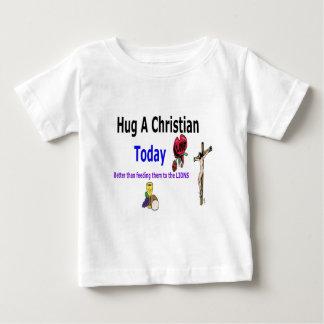 Abrace a un cristiano hoy camisas
