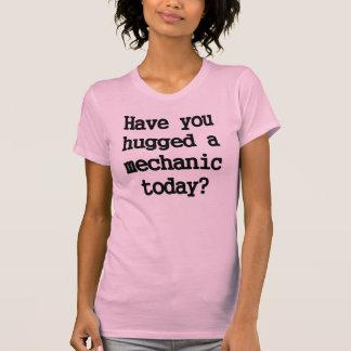 Abrace a un mecánico remera