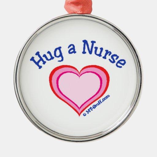 Abrace a una enfermera adorno de reyes