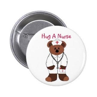 Abrace a una enfermera pin redondo de 2 pulgadas