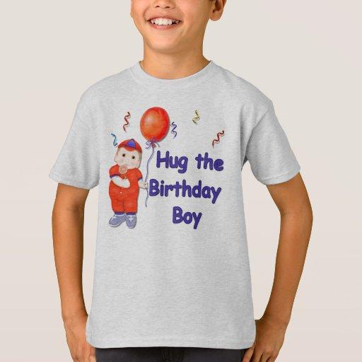 Abrace al muchacho del cumpleaños remeras