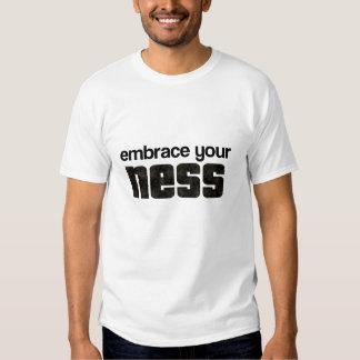 Abrace su camisetas de NESS Remeras