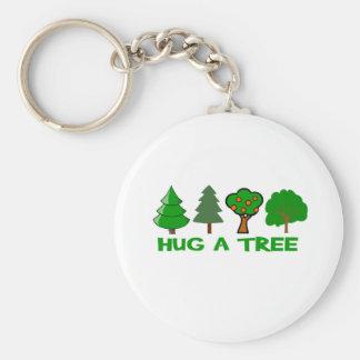 Abrace un árbol llavero redondo tipo pin