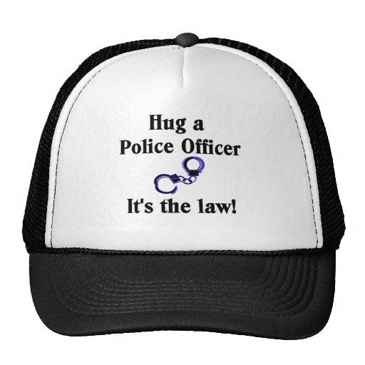 Abrace un gorra del oficial de policía