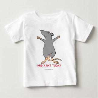 Abrace una rata hoy playera para bebé