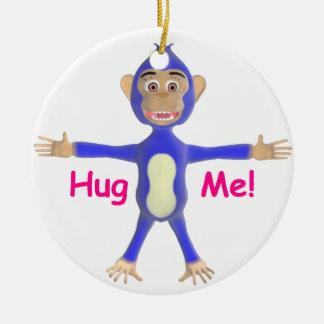 Abráceme chimpancé adorno navideño redondo de cerámica