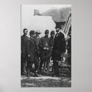 Abraham Lincoln en campo de batalla en Antietam Poster