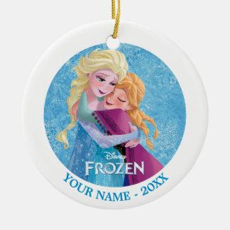 Abrazo de Ana y de Elsa el | personalizado Adorno Navideño Redondo De Cerámica