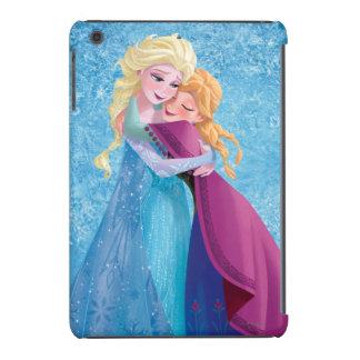 Abrazo de Ana y de Elsa Fundas De iPad Mini Retina
