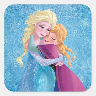 Abrazo de Ana y de Elsa Pegatina Cuadrada