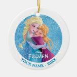 Abrazo de Ana y de Elsa personalizado Adornos De Navidad