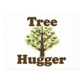 Abrazo de Hugger del árbol un árbol Postal