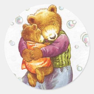 Abrazo de la mamá oso pegatina redonda