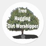 abrazo del árbol pegatinas redondas