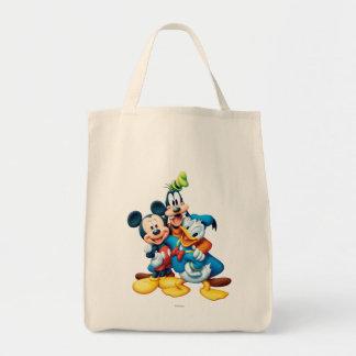Abrazo del grupo de Mickey y de los amigos el  