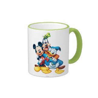 Abrazo del grupo de Mickey y de los amigos el | Taza De Dos Colores