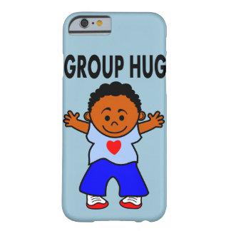 abrazo del grupo del muchacho del ejemplo del caso funda de iPhone 6 barely there