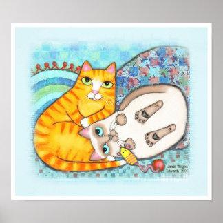 Abrazo del Tabby rechoncho y del gato siamés Póster