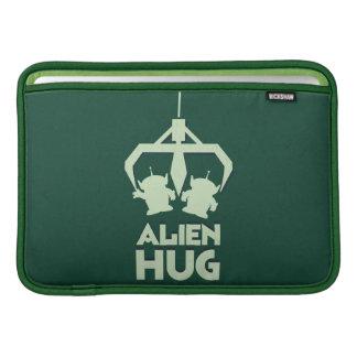 Abrazo extranjero funda  MacBook