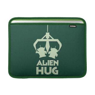 Abrazo extranjero fundas MacBook