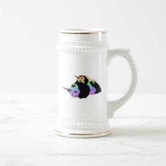 Abrazo mágica de la chispa de las pandas del jarra de cerveza